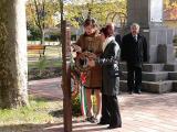 2011.10.22.-Koszorúzás az '56-os emlékműnél
